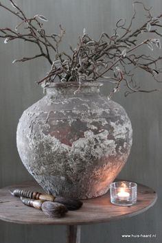 Would be beautiful with pussy willow branches. Wabi Sabi, Rustic Charm, Rustic Decor, Raindrops And Roses, Keramik Vase, Deco Floral, Home And Deco, Ikebana, Flower Pots