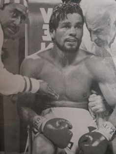 Roberto Duran Hands of Stone Archie Moore, Roy Jones Jr, Boxing Posters, Professional Boxing, Ufc Fighters, Hand To Hand Combat, Mma Boxing, Sport Inspiration, Sport Icon