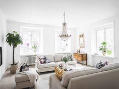 Entrance Fastighetsmäkleri  #interior #design #home #luxury #victorian #sekelskifts #inredning #livingroom #stukaturer