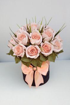 Розы – это красивый, шикарный подарок, идеально подходящий девушки или женщины любого возраста, для любого повода и без повода вообще. Наверное, потому что это волшебный цветок, который символизирует женственность, их так любят представительницы прекрасного пола.