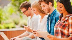 Jovens usam smartphones e tablets