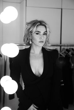 kate winslet is sensational. Real woman right here.