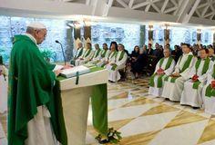 Para tocar al Dios vivo hay que besar las llagas de Jesús en los pobres y hambrientos, dice el Papa