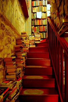 ⊱la vie est belle⊰ - Book Stairs, Shakespeare and Company, Paris Dream Library, Library Books, Beautiful Library, I Love Books, My Books, Shakespeare And Company Paris, Future House, My House, Book Stairs