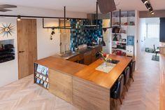 オープンキッチンは複数人でも調理場に立ちやすいのが特徴ですが、近年増えているのがオープンキッチンにダイニングテーブルを造り付けた一体型のレイアウトです。みんな…