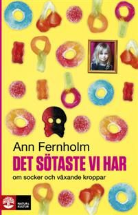 Vad skulle du tänka om du såg någon mata en kanin med läsk? Eller om du fick reda på att grannfamiljens mops fick glass varje fredag, godis varje lördag och gick på hundkalas varje söndag? I Det sötaste vi har om socker och växande kroppar berättar vetenskapsjournalisten Ann Fernholm om hur den historiskt höga konsumtionen av socker och vitt mjöl ställer till det i barnens kroppar.