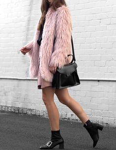 Stylish and warm, the faux fur shaggy coat is definitely having a moment this season. A statement furry jacket is an instant fix to elevate your winter or fall style, and I'm obsessed! Party Fashion, Boho Fashion, Fashion Outfits, Style Fashion, Bohemian Style Clothing, Boho Style, Fall Outfits, Casual Outfits, Autumn Street Style