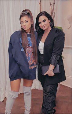 Demi lovato an Ariana Grande Ariana Grande Outfits, Ariana Grande Photos, Ariana Grande Mac, Ariana Tour, Pop Internacional, Chica Cool, Female Singers, Foto E Video, My Idol