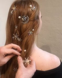 how to choose wedding hair accessories Hair Inspo, Hair Inspiration, Pretty Hairstyles, Wedding Hairstyles, Pelo Multicolor, Pretty Hurts, Natural Hair Styles, Long Hair Styles, Wedding Hair Accessories