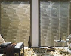 Ondulette® jaloezieën van Luxaflex® creëren een opvallend en aantrekkelijk design. De onregelmatige lamellen zorgen voor een uniek patroon in gesloten positie en voor een prachtig lichtspel in open stand. Ondulette® is beschikbaar in een reeks prachtige kleuren en afwerkingen.