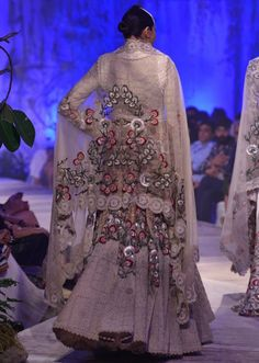 Model walking the ramp in white embroidered lehenga for Anamika Khanna at PCJ Delhi Couture week Pakistani Couture, Indian Couture, Lakme Fashion Week, India Fashion, Women's Fashion, Party Wear Dresses, Event Dresses, Indian Dresses, Indian Outfits