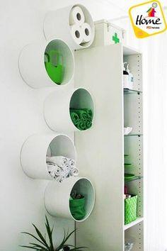 #HazloTúMismo Una manera original de acomodar las cosas del baño es con caños de pvc, combínalos con los colores de los demás objetos de tu baño.