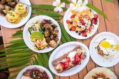 Try traditional loco moco (white rice, hamburger, fried egg and gravy) at the best Maui restaurants. Flatbread Pizza, Kalbi Ribs, Loco Moco, Breakfast Restaurants, Maui Restaurants, Chocolate Malt, Malted Milk, Vegan Soup, Seafood Restaurant