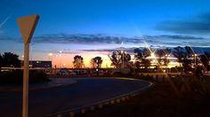 """Atardecer en el """"Aeropuerto Internacional Ministro Pistarini"""" #sinfiltro #aeropuertointernacional #aeropuertosenelmundo #aeronautica #EZE #ezeiza #turisteandobsas #baturismo #argentina"""