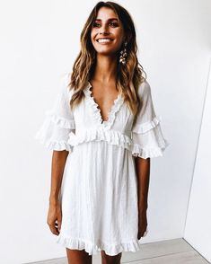 White linen, baby doll dress with ruffles. This girly summer or spring outfit is perfect for an casual or dressy occasion. White linen, baby doll dress with ruffles. This girlish summer or spring outfit is perfect for a casual or elegant occasion. Spring Summer Fashion, Spring Outfits, Summer Ootd, Outfits 2016, Spring Clothes, Summer Chic, Outfit Summer, Spring Style, Winter Fashion
