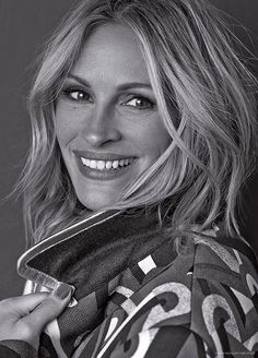 Julia Roberts, photographed by Michelangelo Di Battista for InStyle magazine, Sep (click the image for extremely high-res photo. Julia Roberts, Pretty Woman, Erin Brockovich, Sophie Marceau, Richard Gere, Actrices Hollywood, Beautiful Smile, Dead Gorgeous, Beautiful Women