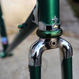Binomio perfetto di verdi. @chriskingbuzz sul telaio 'Doge' di Faggin Bikes. • Great combination of greens. @chriskingbuzz on 'Doge' Faggin Bikes frameset. • #fagginbikes #chrisking #chriskingheadset #headset #steeisreal #cycling #columbus #tailormade #bikeframe #custom #italy