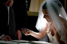 Image by Haje Jan Kamps Wedding Planning Tips, Wedding Tips, Wedding Styles, Wedding Photos, Wedding Day, Photography 101, Photography Business, Wedding Photography, Facebook Trending