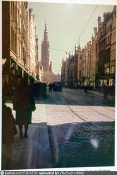 Долгая улица с видом на главную Ратушу,1943 Danzig, Poland Danzig, Sidewalk, Side Walkway, Walkway, Walkways, Pavement