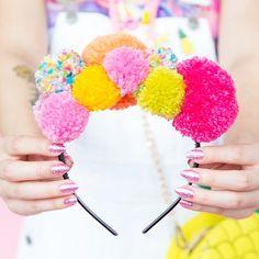 Make this DIY pom pom headband to accessorize your spring outfits. Make this DIY pom pom headband to accessorize your spring outfits. Pom Pom Headband, Headbands, Headband Crafts, Pom Pom Hat, Craft Stick Crafts, Diy Crafts, Geek Crafts, Preschool Crafts, Diy Crop Top