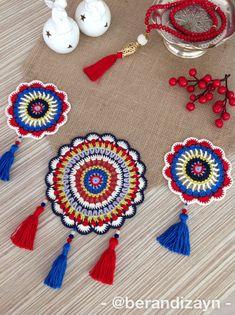 Crochet Table Mat, Crochet Table Runner Pattern, Clay Flowers, Cross Stitch Flowers, Whimsical Art, Crochet Doilies, Table Runners, Projects, Diy