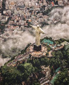 Epic Selfie Christ The Redeemer Rio De Janeiro - Guy takes epic selfie top christ redeemer statue brazil