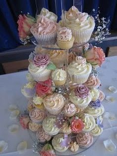 God idea, fill in empty spaces with mini caupcakes!