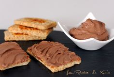 INGREDIENTES  100 gr queso untar 0% m.g. 4 cucharadas soperas de cacao desgrasado 1 cucharada sopera de edulcorante liquido ar...