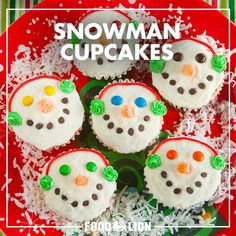 Looking for a fun decorating project with your little ones? These adorable snowman cupcakes are a delight!