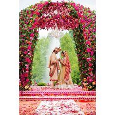 Moments captured by L'Atelier Lumière International Photographie. #photography #photo #portrait #engagementshoot #photoshoot #weddings #toronto #weddingplanning #travel #beautiful #bride #groom #photographer #pic #picture #nyc#miami #international #picoftheday#follow #luxury #wedluxe#smile #happy #bridal #timelessphotography #elegant #worldtravel