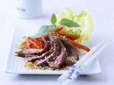 Rindfleischsalat auf asiatischer Art ist ein Rezept mit frischen Zutaten aus der Kategorie Fleischsalat. Probieren Sie dieses und weitere Rezepte von EAT SMARTER!