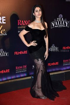 Warina Hussain - Photos: Red Carpet Of Filmfare Glamour and Style Awards 2019 Indian Bollywood Actress, Beautiful Bollywood Actress, Beautiful Indian Actress, Beautiful Actresses, Indian Actresses, Bollywood Bikini, Bollywood Girls, Bollywood Celebrities, All Hollywood Actress