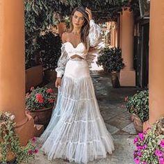 "🕊YES.I.DO @ido.concept 💍""Desperta't, Julieta! Quin somni més profund! No siguis dormilega! Ai, la núvia!"" #romeuejulieta #wheninitaly 🇮🇹 Wedding Wear, Wedding Bells, Wedding Gowns, Luau, Bridal Dresses, Prom Dresses, Alternative Wedding Dresses, Indian Outfits, Evening Dresses"