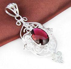 Halsband - Silver belagt hängsmycke med röd kristall