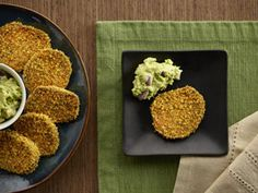 {Sweet Stacks} Craving a zesty appetizer? Then reap the healthy goodness of these crispy-coated sweet potato slices topped with a creamy avocado sauce. Creamy Avocado Sauce, Avocado Dip, Avocado Cream, Yummy Appetizers, Appetizer Recipes, Cornflake Recipes, Quinoa Bites, Sweet Potato Slices, Savory Tart