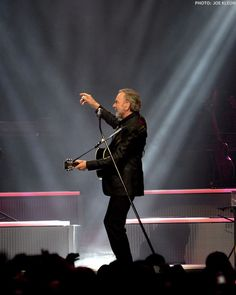 Neil Diamond Performing at the Q