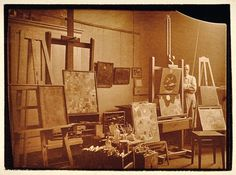 Paul Klee in his studio at Bauhaus Weimar photographed by Felix Klee, 1924/25 © Zentrum Paul Klee