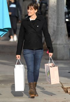 Jennifer Garner went shopping with a smile in LA on Tuesday.