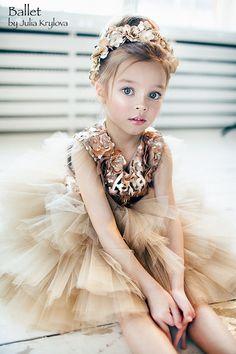 Fashion kids Anna Pavaga