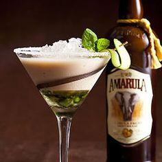 Zing Amarula Mint Music Muddle - Crushed ice 60 ml Amarula Mint leaves Sugar Water Amarula Drink, Cocktail And Mocktail, Cocktail Ideas, Ice Cream Drinks, Cream Liqueur, Martini Recipes, South African Recipes, Signature Cocktail, Classic Cocktails