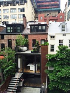 New York Explorer - Upper floors of the townhouse Townhouse Exterior, Modern Townhouse Interior, Brownstone Interiors, Brownstone Homes, Brooklyn Brownstone, Renovation Facade, Living Haus, Sims House, House Extensions