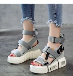 Find New Look's fashionable number of females' heeled flip flops, by using stop heel flip flops, strappy sandals and network design. Sneakers Fashion, Fashion Shoes, Fashion Accessories, Heeled Flip Flops, Shoes 2018, Lady, Donia, Buy Shoes, Women's Shoes