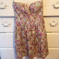 Floral Strapless Dress This dress is so cute and flattering! It can be worn with or without a belt and is great for the spring and summer! Made from 100% cotton and is in perfect condition! Only worn once to a party! The dress has belt loops that are the same floral pattern so they cannot be seen if you do not wear a belt and has a zipper down the back. Dresses Strapless