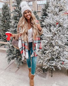 image of hollie woodward ( wearing winter outfit idea - The Fashion Girl's Guide to Making True Winter Wear Look Chic Simple Winter Outfits, Cute Fall Outfits, Holiday Outfits Christmas Casual, Christmas Outfit Women, Christmas Fashion Outfits, Christmas Ootd, Dressy Casual Outfits, Look Fashion, Trendy Fashion