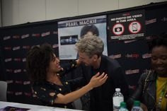 Peter and Pearl greet each other at NYCC
