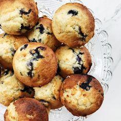 Blåbærmuffins smager helt fantastisk. Denne opskrift på hjemmelavede blåbærmuffins er med hvid chokolade og en masse kærlighed.