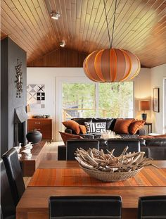 Interior design Living Room Orange - Inspired by Halloween and the colors of autumn we found amazing orange interior designs Orange is a warm, passionate and brilliant color of fire and sun Living Room Orange, Eclectic Living Room, Living Room Grey, Living Room Designs, Bedroom Orange, Orange Walls, White Walls, Autumn Interior, Orange Interior