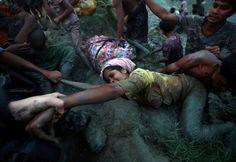 L'immagine del fotoreporter che lascia la sua macchina per aiutare una profuga Rohingya in fuga dal Myanmar rilancia l'eterna questione dei giornalisti al bivio fra testimonianza e soccorso. È la storia di Adnan Abidi e Hannah McKay, due fotografi della Reuters. McKay eraal suo primo reportage, inviata dall'agenzia fotografica in Bangladesh, per coprire con i suoi scatti il dramma dei Rohingya. FOTOREPORTAGE Gli scatti migliori di Hann...