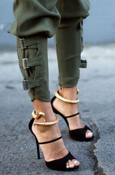 HATE THE SNAKES. ...LOVE THE SHOES IF THEY ARE NOT ATTACHED TO THE SHOES....LOVE THE PANTSThe snake! <3 I want these