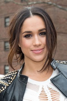 Red carpet hairstyle. Loose updo - Meghan Markle. Celebrity hairstyle.